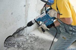 Демонтажные работы являются начальным этапом работ.